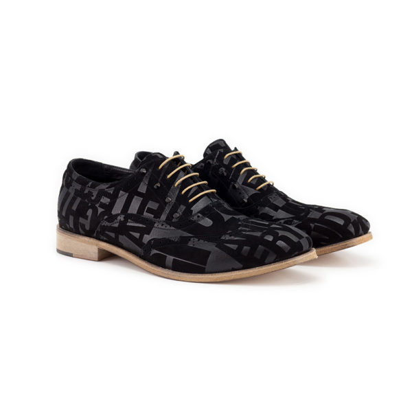 Men's lace-up shoes with studs