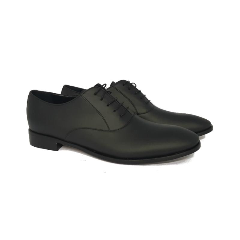 Matte black lace-up shoes